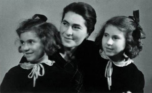 Zdeňka Hofmanová with her daughters